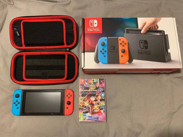 Nintendo switch con Mario kart 8 y accesorios.