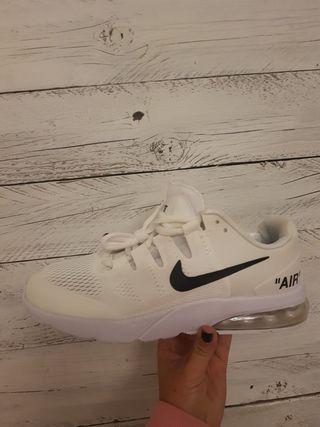 Nike blanco roto