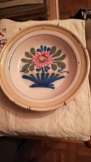 Antiguo plato de cerámica de Talavera, siglo XIX