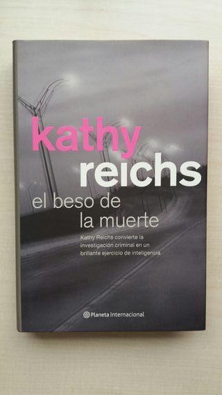 Libro El beso de la muerte. Kathy Reichs.