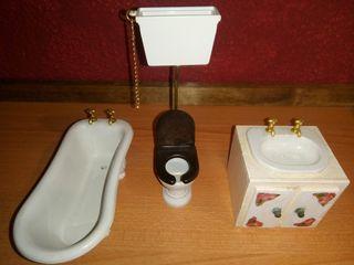 casa de muñecas baño
