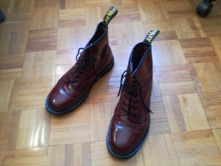 Botas Dr Martens, burdeo brillante, uk 7 (41).