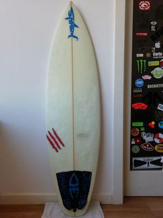 TABLA DE SURF + AMARRADERA +QUILLAS (NEGOCIABLE)