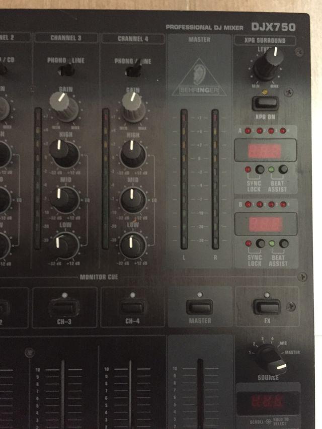 5364f53e1548a Mesa de mezclas Behringer DJX750 de 5 canales de segunda mano por 95 ...