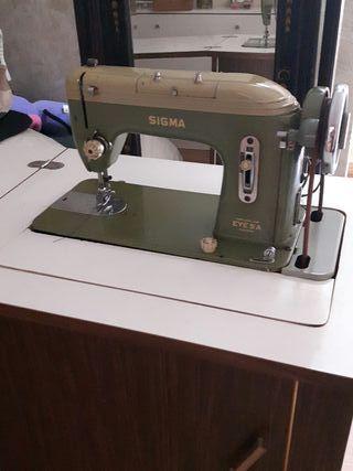 màquina de coser con mueble