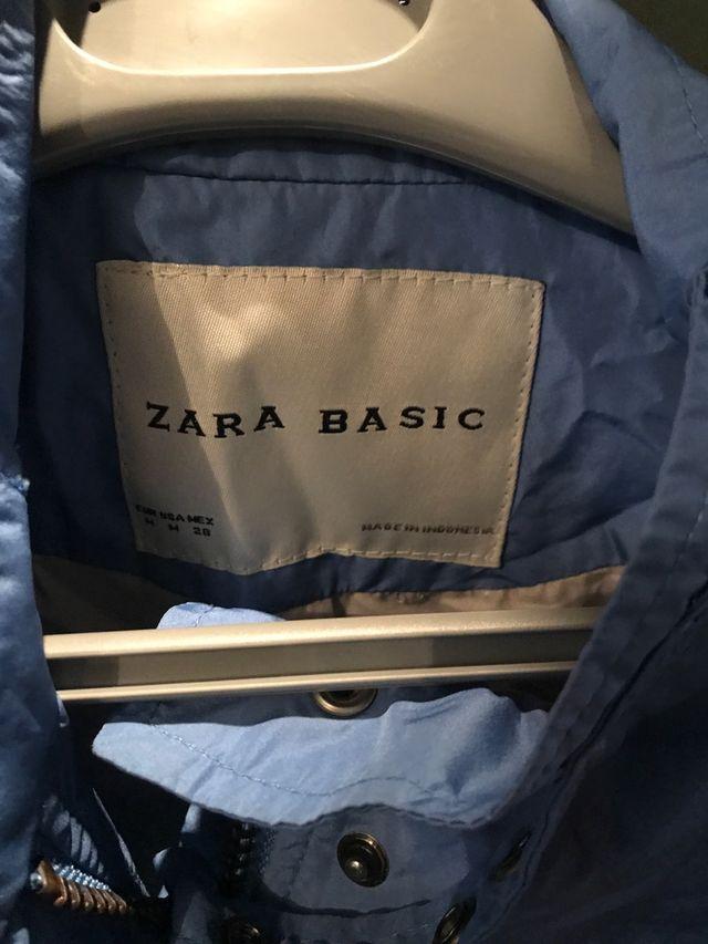 Gabardina azul de Zara