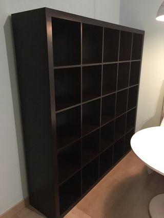 Estanter a librer a ikea kallax negra de segunda mano por for Libreria ikea kallax