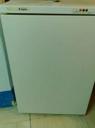 vendo congelador tipo frigorifico pequeño