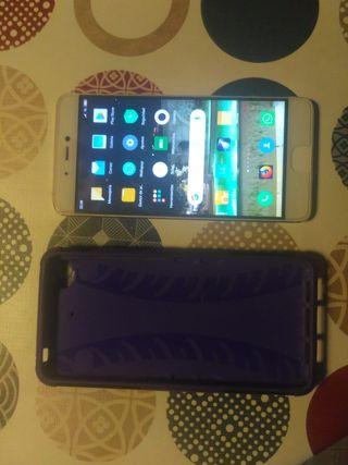 Xiaomi mi5 s color blanco y dorado.