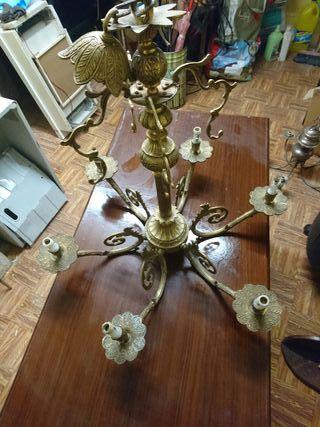 lámpara de bronce.