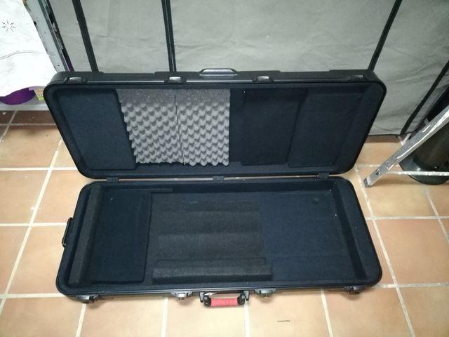 Estuche Gator TSA 61 para teclados de 61 teclas