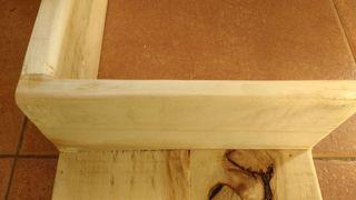 Estantería esquinero en madera clara