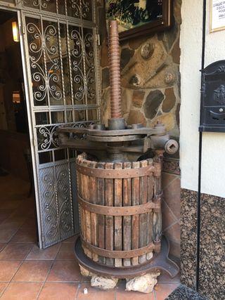 Prensa de vino antigua decoración vintage
