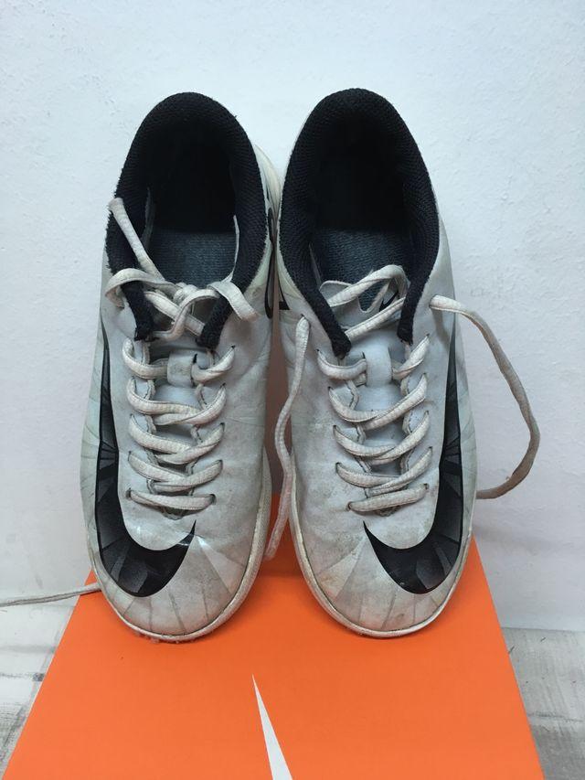 d90baada302 Zapatillas fútbol sala Nike mercurial cr7; Zapatillas fútbol sala Nike  mercurial ...