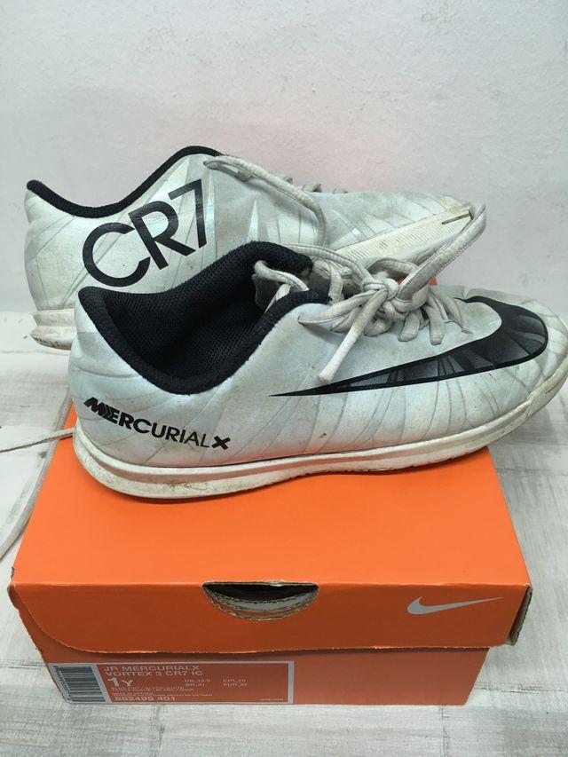 6cd9a5b4cf4 Zapatillas fútbol sala Nike mercurial cr7 de segunda mano por 6 € en ...