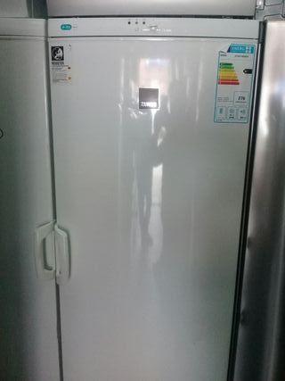 congelador vertical Zanussi