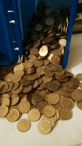 600 monedas de 1 peseta de 1975 y 1980.
