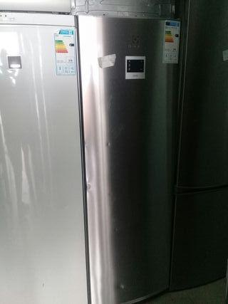 congelador vertical ELECTROLUX INOX