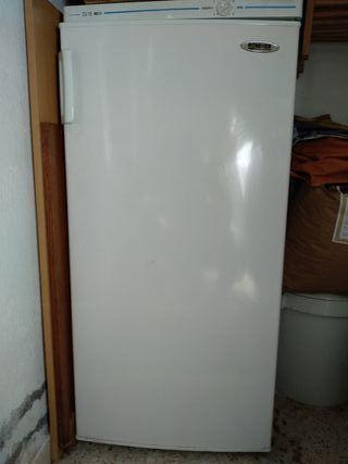 Congelador vertical No Frost Rommer