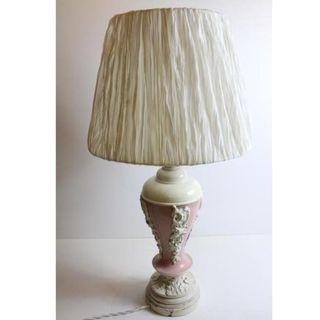 Antigua lámpara de mesa madera tallada