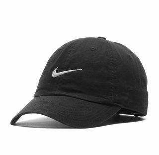 Gorra Nike negra de segunda mano en Barcelona en WALLAPOP d7016df18a0