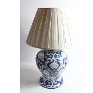 Antigua lámpara de cerámica
