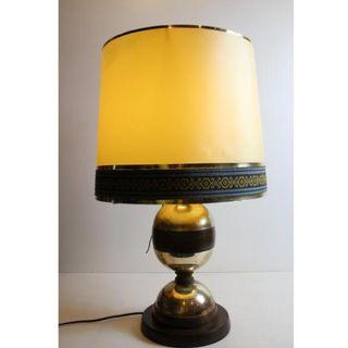 Antigua lámpara de mesa de madera y alpaca
