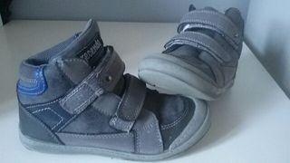botas grises niño