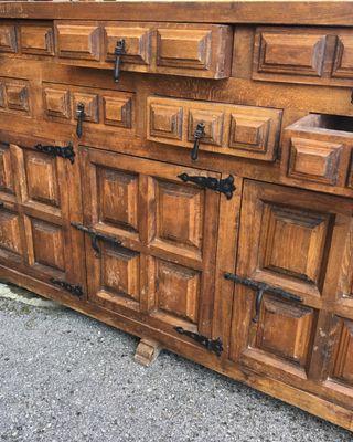 Mueble de castaño.