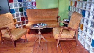 sillon y dos sillas antiguas.