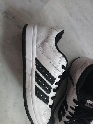online store d7f1a 77b9c zapatillas Adidas blancas y negras