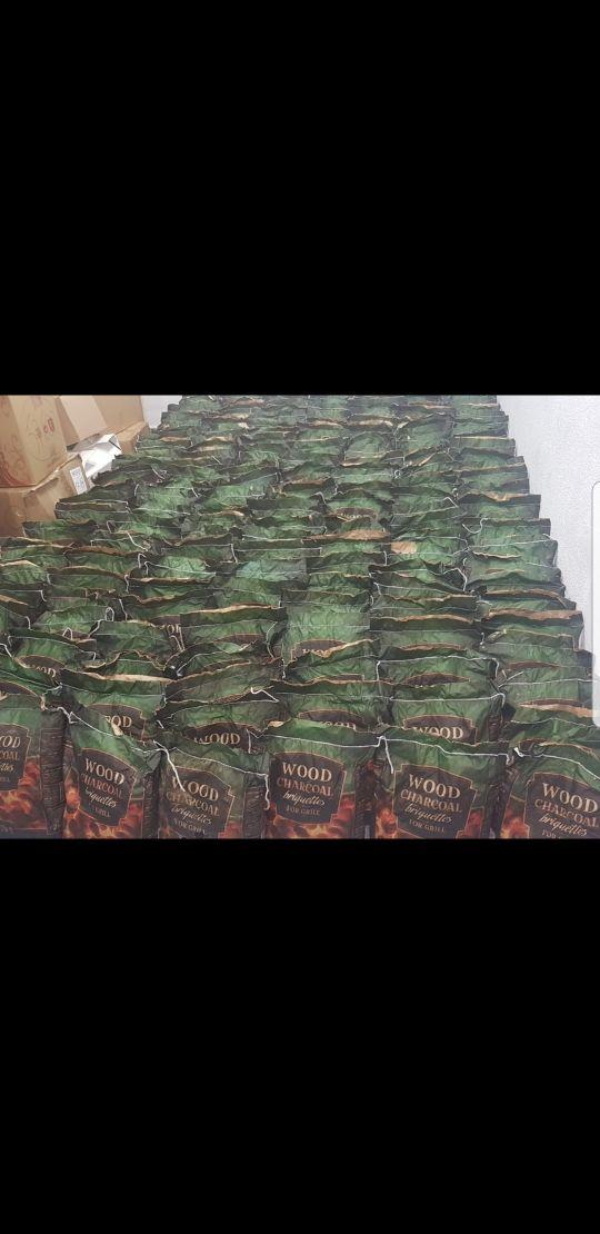 liquido stock sacos Briquetas de carbón