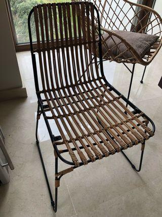 4 sillas de mimbre y metal