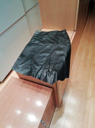 "falda cuero marca ""Mango"""