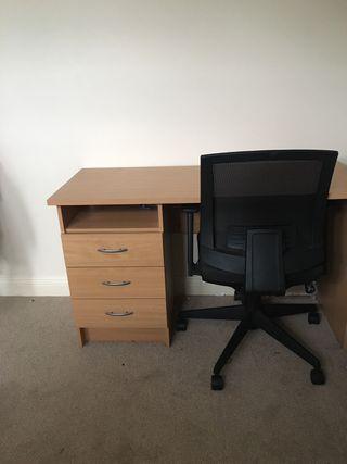 Desk table + chair