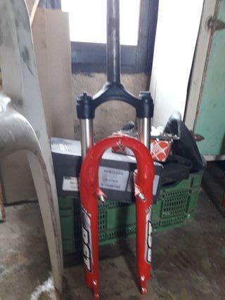 horquilla de bicicleta rst gila t5 roja