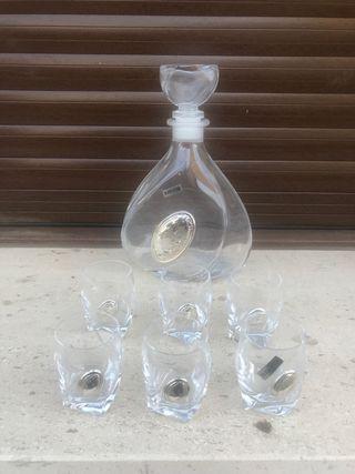 Whiskera y 6 vasos de chupito