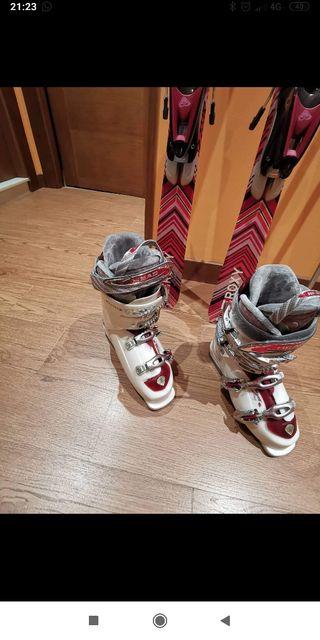juego de esquis y botas