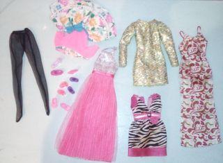 Lote de vestidos y zapatos barbie