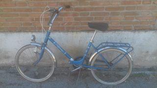 Bicicleta antigua BH de paseo