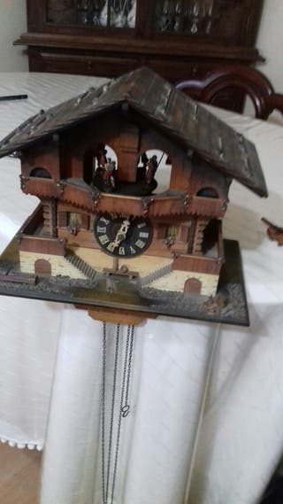 precioso Antiguo reloj cuco