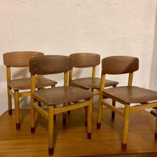 Cuatro sillas danesas
