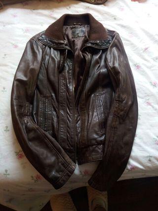 chaqueta marron de cuero de stradivarius