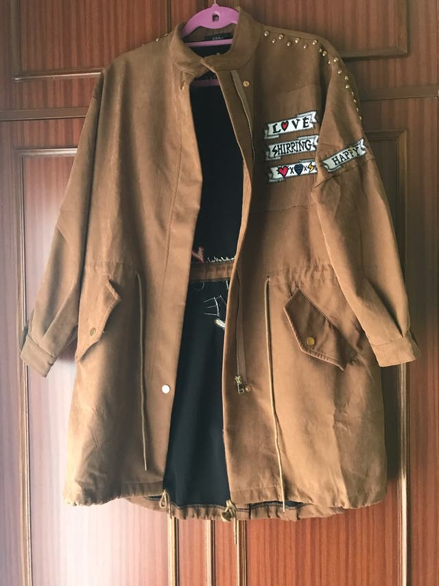 Chaqueta marrón moderna talla 42-44 con tachuelas