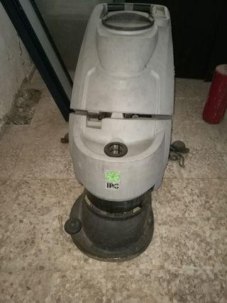 fregadora industrial NO tiene batería