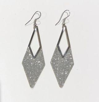 Boucles d'oreilles losange métal argenté texturé