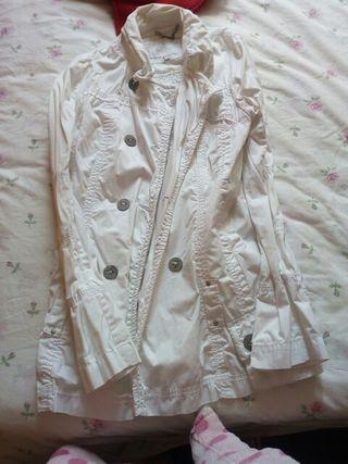 chaqueta larga blanca