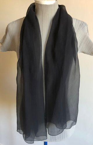 écharpe soie noire Mousseline aspect mat