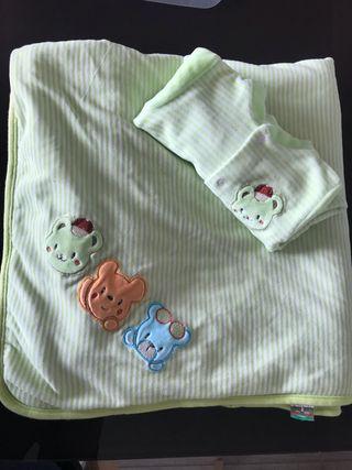 Conjunto pelele bebé y manta de terciopelo verde