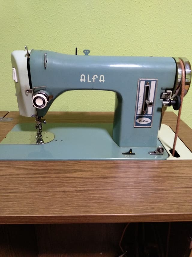 Máquina coser Alfa de Luxe de segunda mano por 90 € en